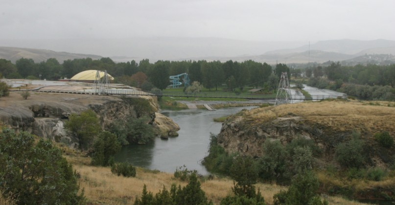 Thermopolis swinging bridge