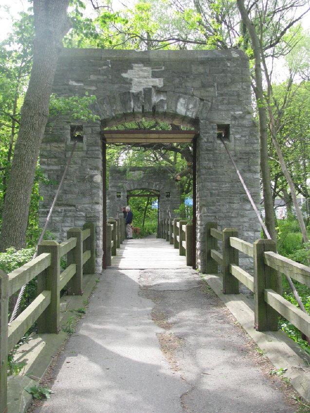 Bridgemeister - Hoyt Park Suspension Footbridge